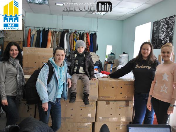 Херсон новости. Волонтеры объединения Мы-Херсонцы собрали гуманитарную помощь в зону АТО. Херсон дейли