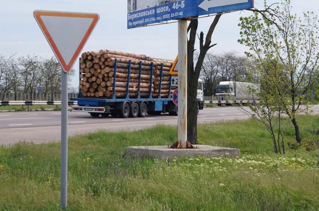Новости Херсон. Лес везут из Николаева в Херсон для Крыма