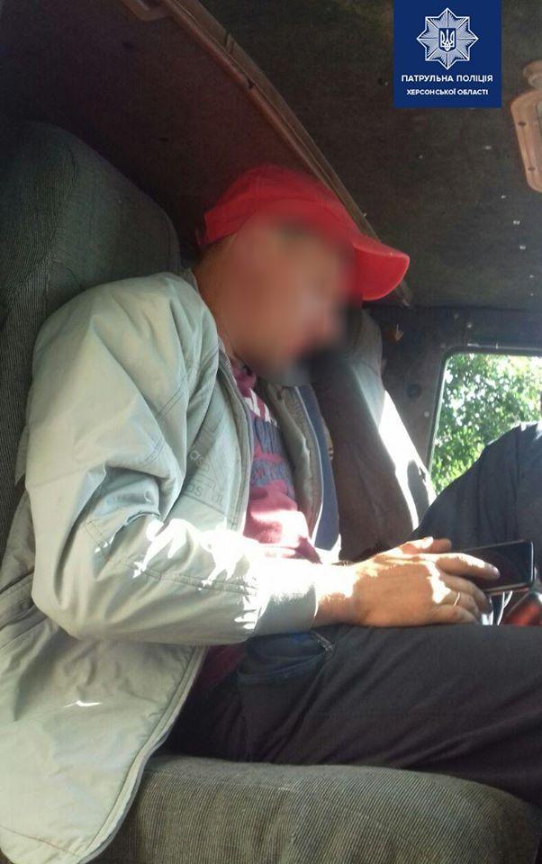 Пьяный водитель КамАЗа предлагал 0 полицейским, чтобы откупиться
