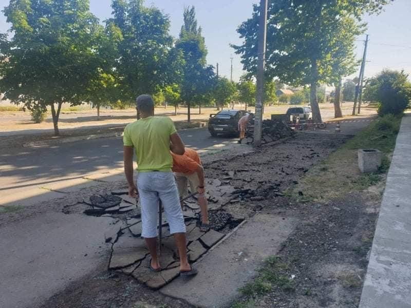 В Каховке начинается реконструкция улицы: мэр обещает лавочки, декоративные скамейки, новую плитку и освещение