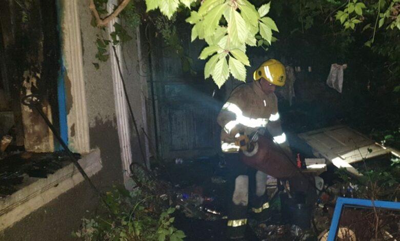 На Херсонщине пенсионер спасся от пожара: ночной огонь тушили 6 спасателей