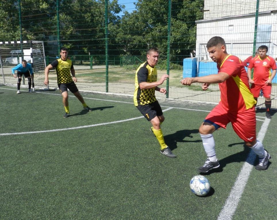 Херсонские спасатели проверили силы в мини-футболе