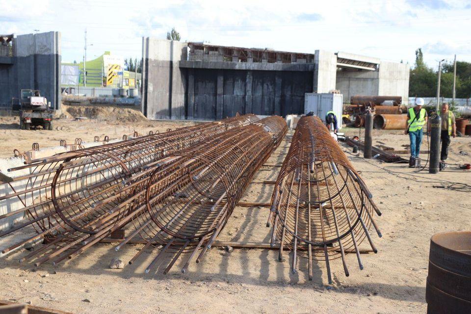 Строительство мостоперехода продолжается, но херсонцы не верят в его завершение