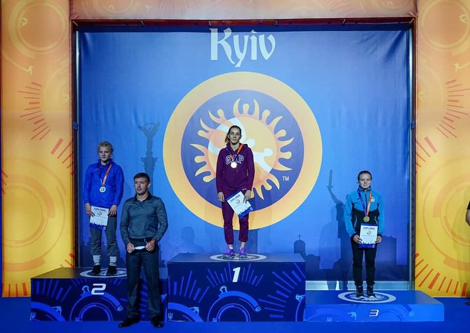 Херсонские спортсменки взяли серебро на Кубке Украины по вольной борьбе