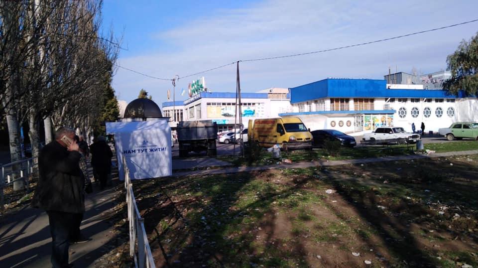 """Жители Херсона борются со строительством """"забегаловки"""" на зеленой зоне"""