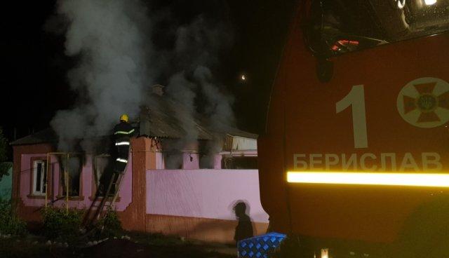 В Бериславе ночью подожгли дом — пожар тушили до утра
