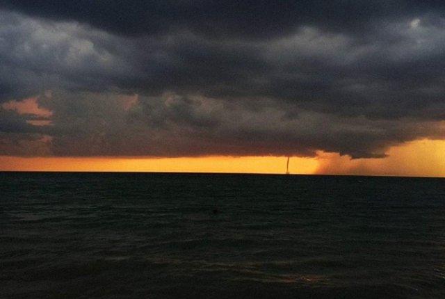 По Азовскому морю пронесся водяной смерч