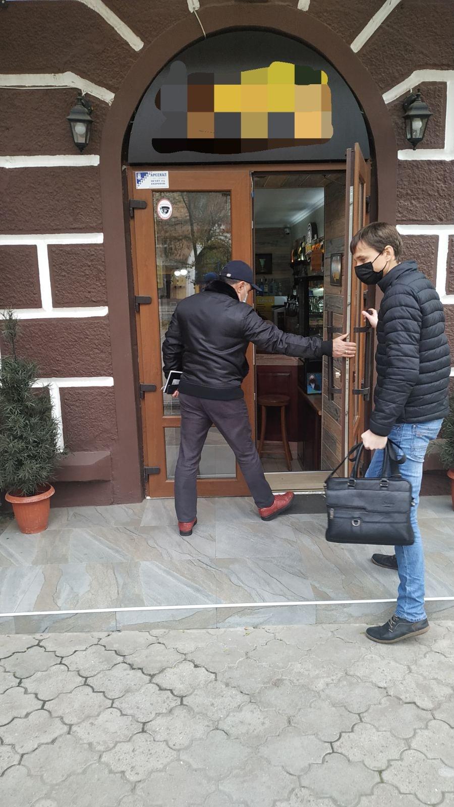 """Сотрудники МКП """"Херсонтеплоэнерго"""" продолжают работать со злостными неплательщиками"""