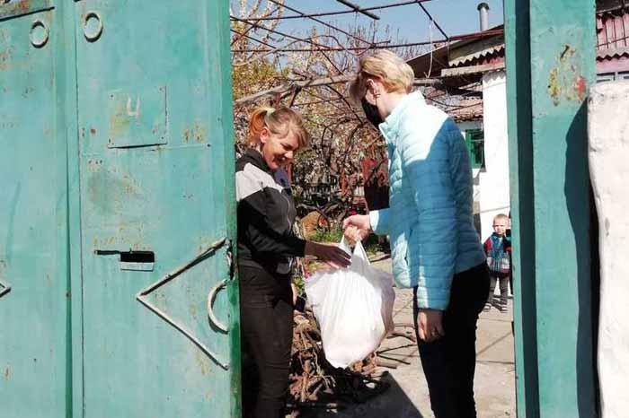 У Новій Каховці роздали більше 2 тис. продуктових наборів — все за рахунок волонтерів