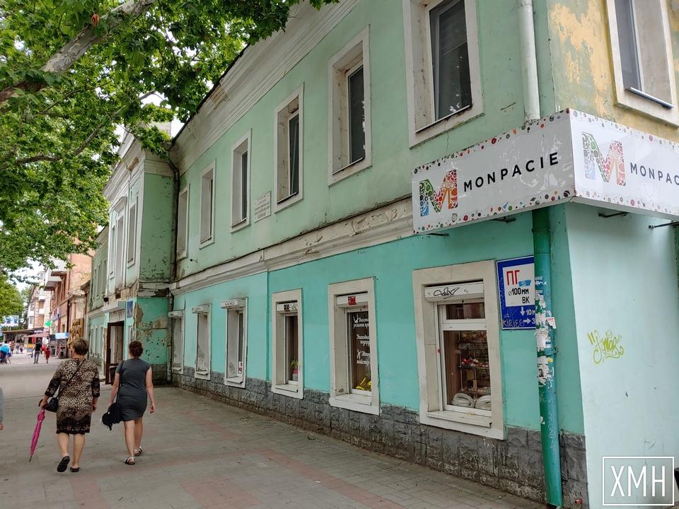 Будинок Суворова в центрі Херсона перетворюється на руїни
