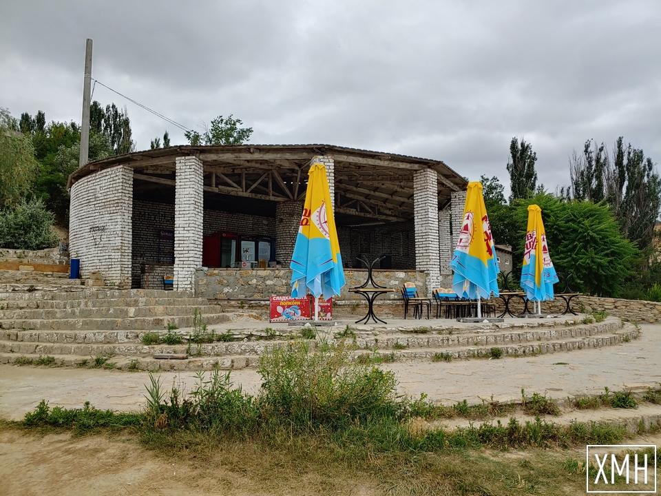 """Херсонцам предлагают приобщиться к восстановлению пляжа """"Лилея"""": за вход просят 10 гривен"""