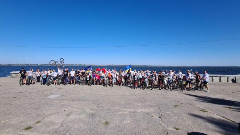 В Каховке состоялся велопробег в вышиванках