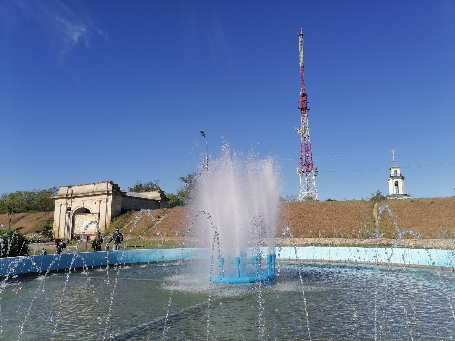 В Херсоне запустили фонтаны, которые будут работать 5 месяцев