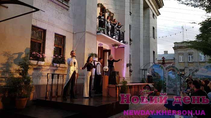 Карантин вдохновляет: в Херсоне появился театральный дворик