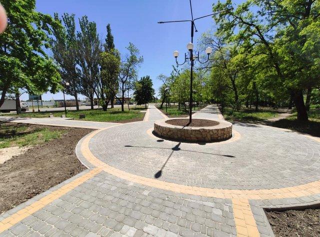 Цветущий город: в Каховке закладывают новые парки и облагораживают действующие