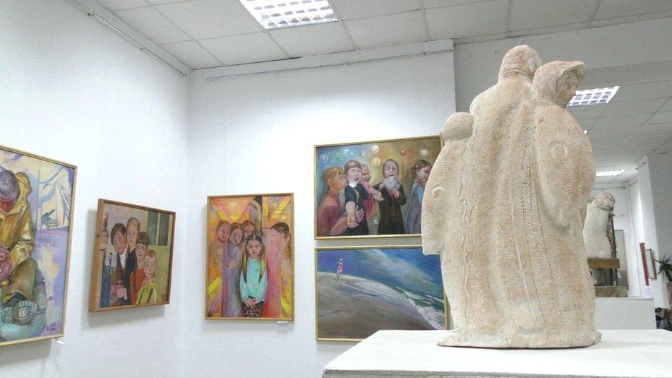 Херсоне открылась выставка скульптуры и живописи