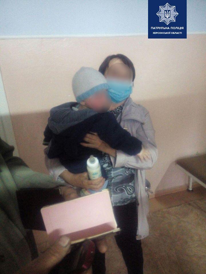 Небайдужі херсонці врятували малюка від 19-річної матері-наркоманки