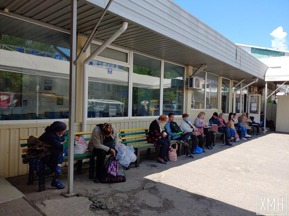 Автостанція в Херсоні — мало пасажирів і суперечливі оголошення