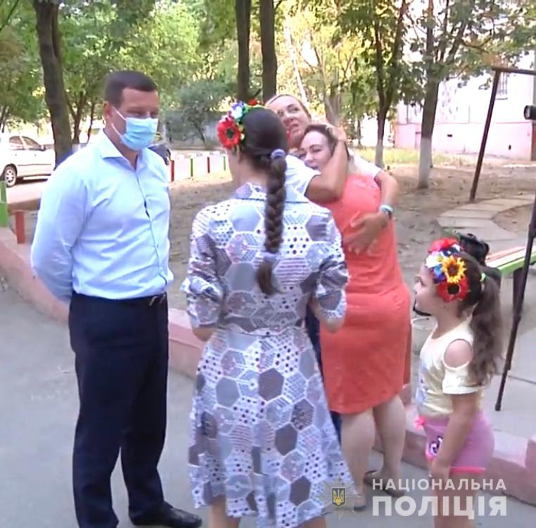 Полицейские Херсонщины посетили детей с особыми потребностями и вручили им приятные сюрпризы