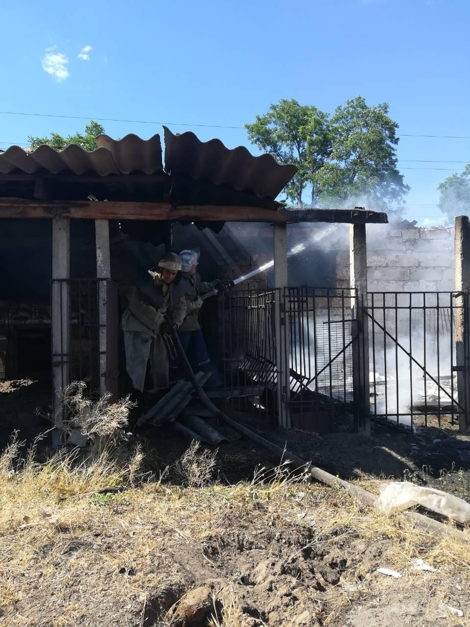 В Казачьих Лагерях кто-то сжег сарай с добром
