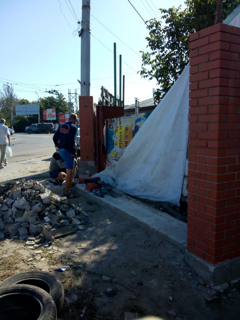 В Херсоне в ДТП пострадал новый забор