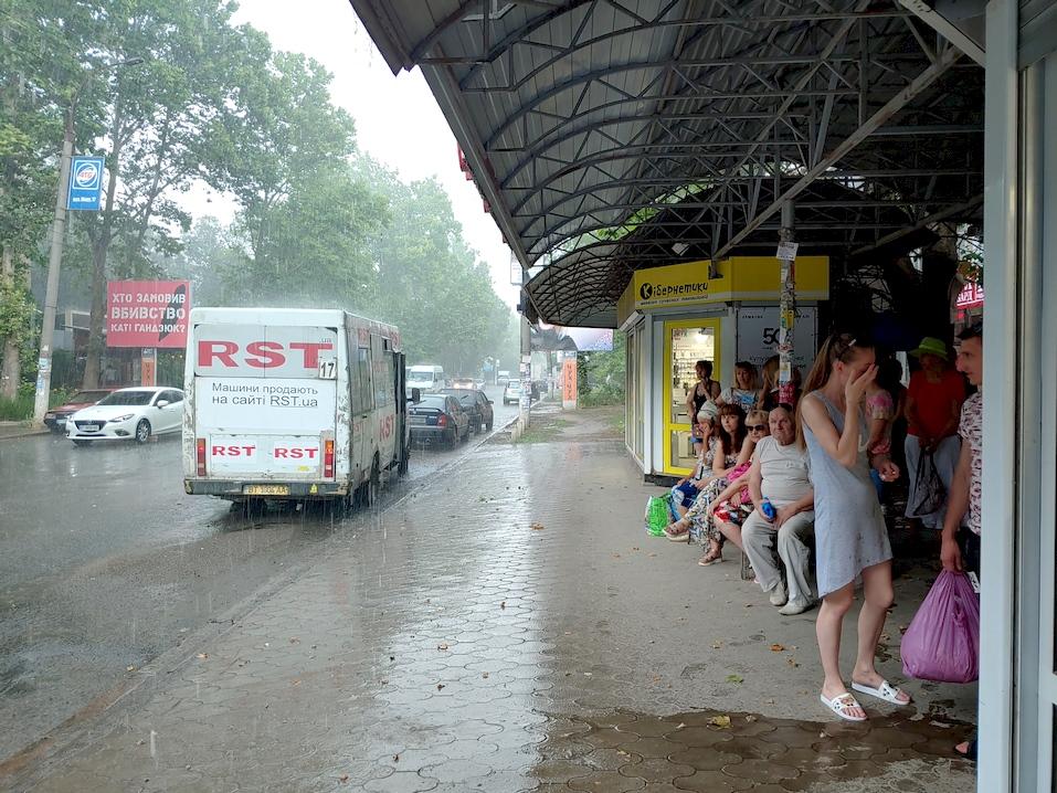 Херсон накрыл ливень с градом – замедленное видео