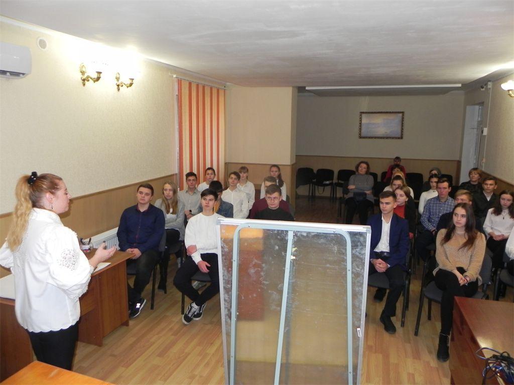 Сегодня в Геническе местные депутаты помолодели до школьного возраста