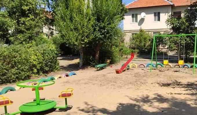 В исторической части Новой Каховки установили еще одну детскую площадку