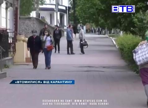 Херсонцы устали от карантина: люди снимают маски и гуляют по городу