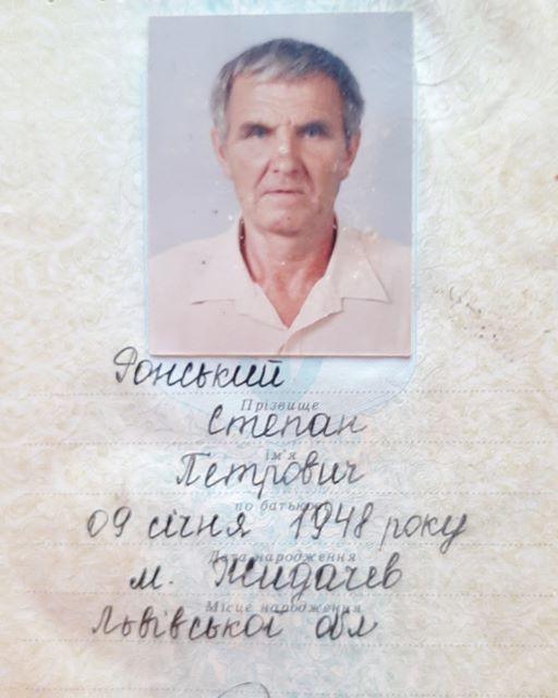 Жительница Херсона ищет сыновей умершего пенсионера и зовет на похороны отца