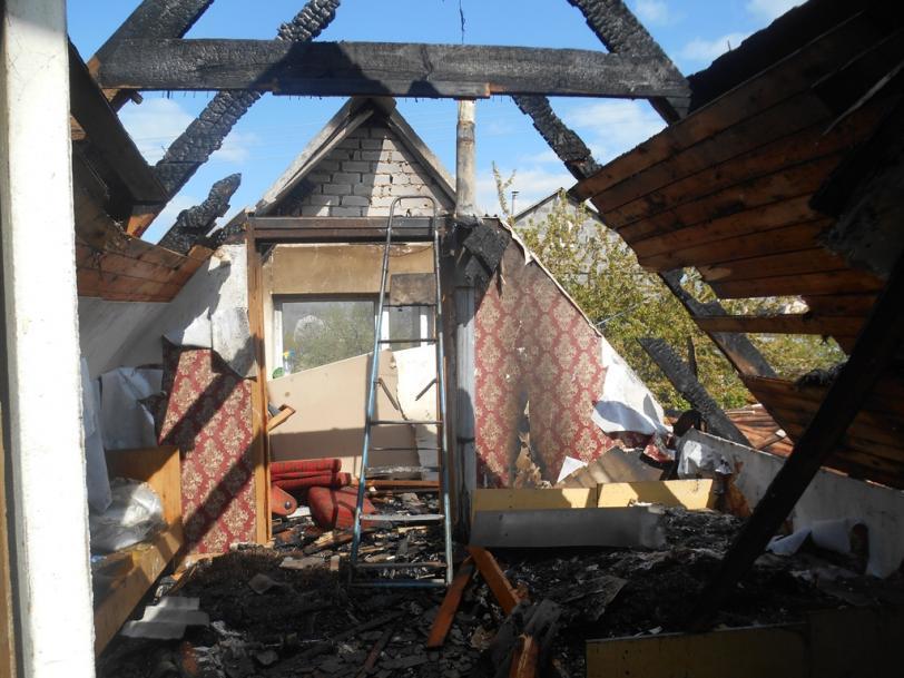 В Новой Каховке горел дом: пожарные справились за полтора часа