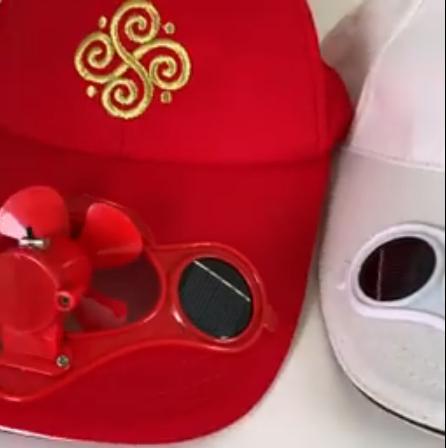 """В Херсоне продают новый сувенир с вентилятором """"кепки-херсонки"""" для спасения от жары"""