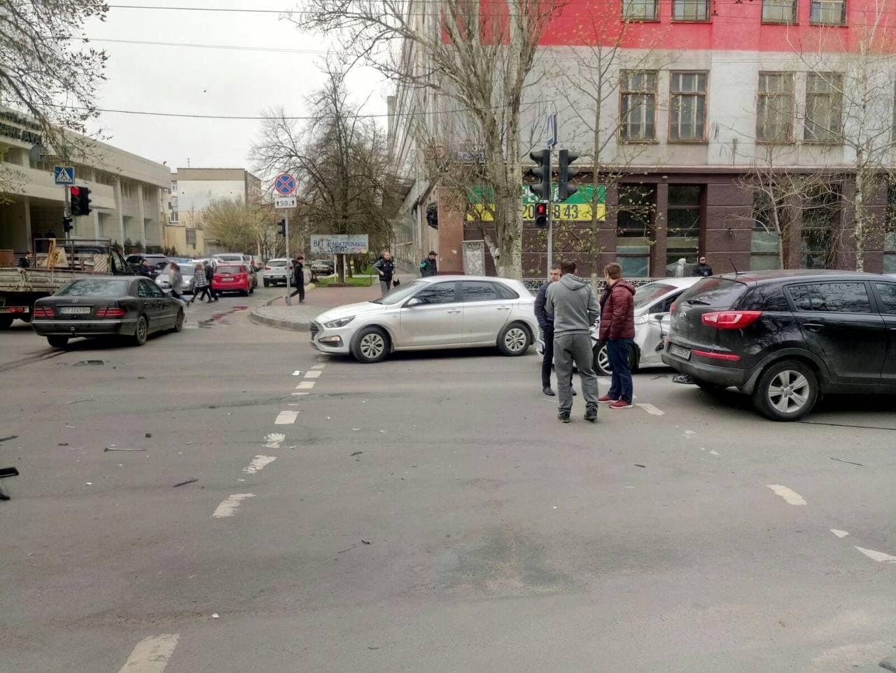 Патрульные рассказали о ДТП, которое произошло утром в центре Херсона, - видео