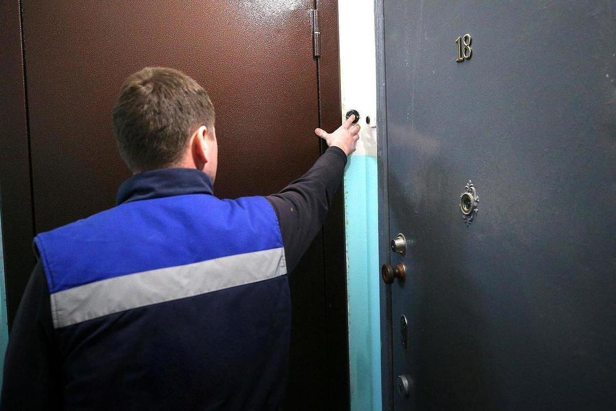 """Ударил женщину и проник в квартиру: в Херсоне орудуют """"домушники"""" под видом контролеров облэнерго"""