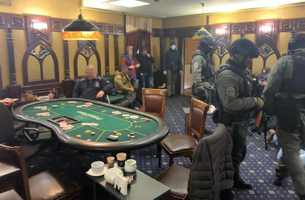 Полицейские разоблачили подпольное казино в Херсонской области