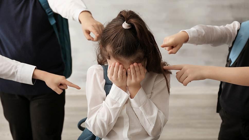 В Херсонской области трое парней довели 14-летнюю девочку до суицида