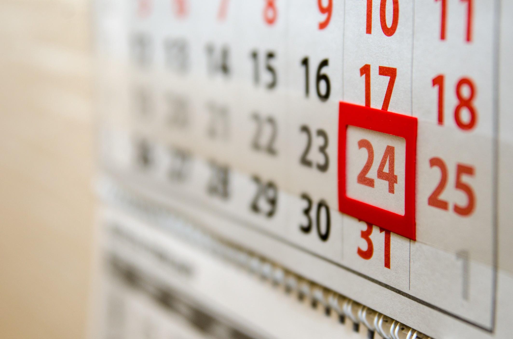 В Украине планируют отменить перенос выходных дней: когда украинцы будут отрабатывать праздники