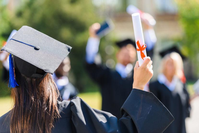"""Документ с отличием остался в прошлом: МОН отменило """"красные"""" дипломы"""