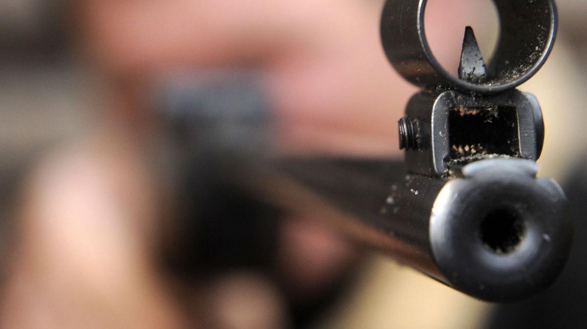 В Херсоне обстреляли автосалон иномарок: пострадал охранник