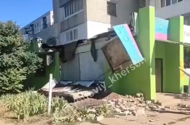 На Бериславском шоссе обвалилась бетонная плита на человека…