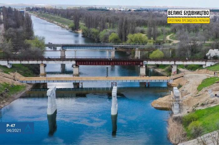"""""""Укравтодор"""" показал, что было сделано за месяц реконструкции моста через Северо-Крымский канал"""