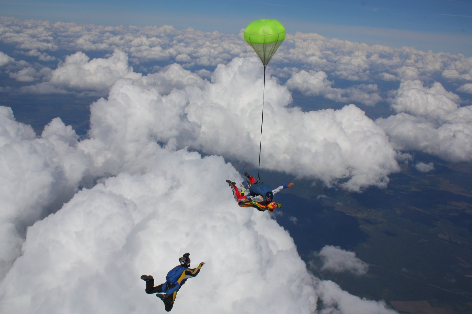 На Херсонщине у мужчины во время прыжка не раскрылся парашют