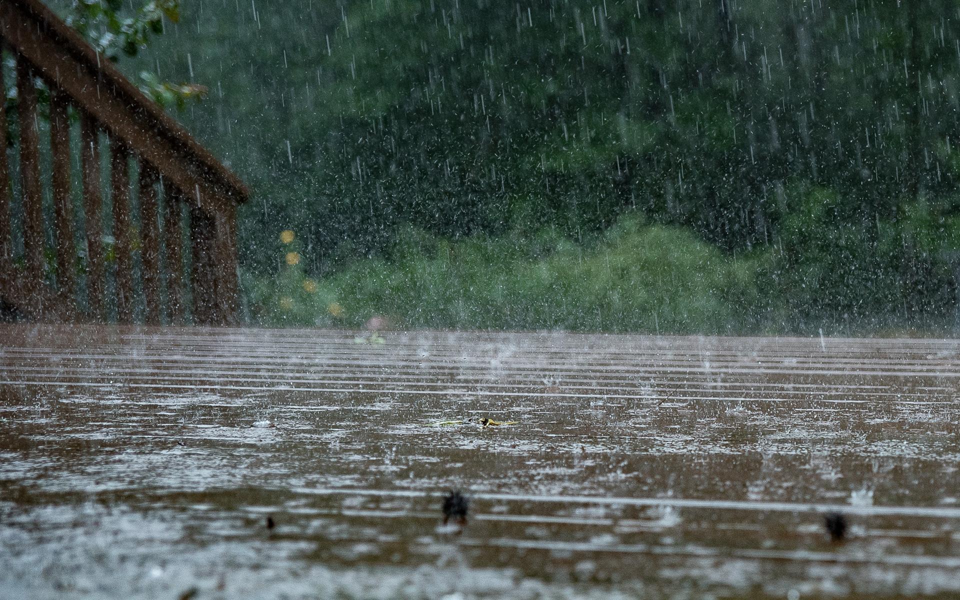 В Украине объявлено штормовое предупреждение: на юге и востоке ожидают град и шквалы