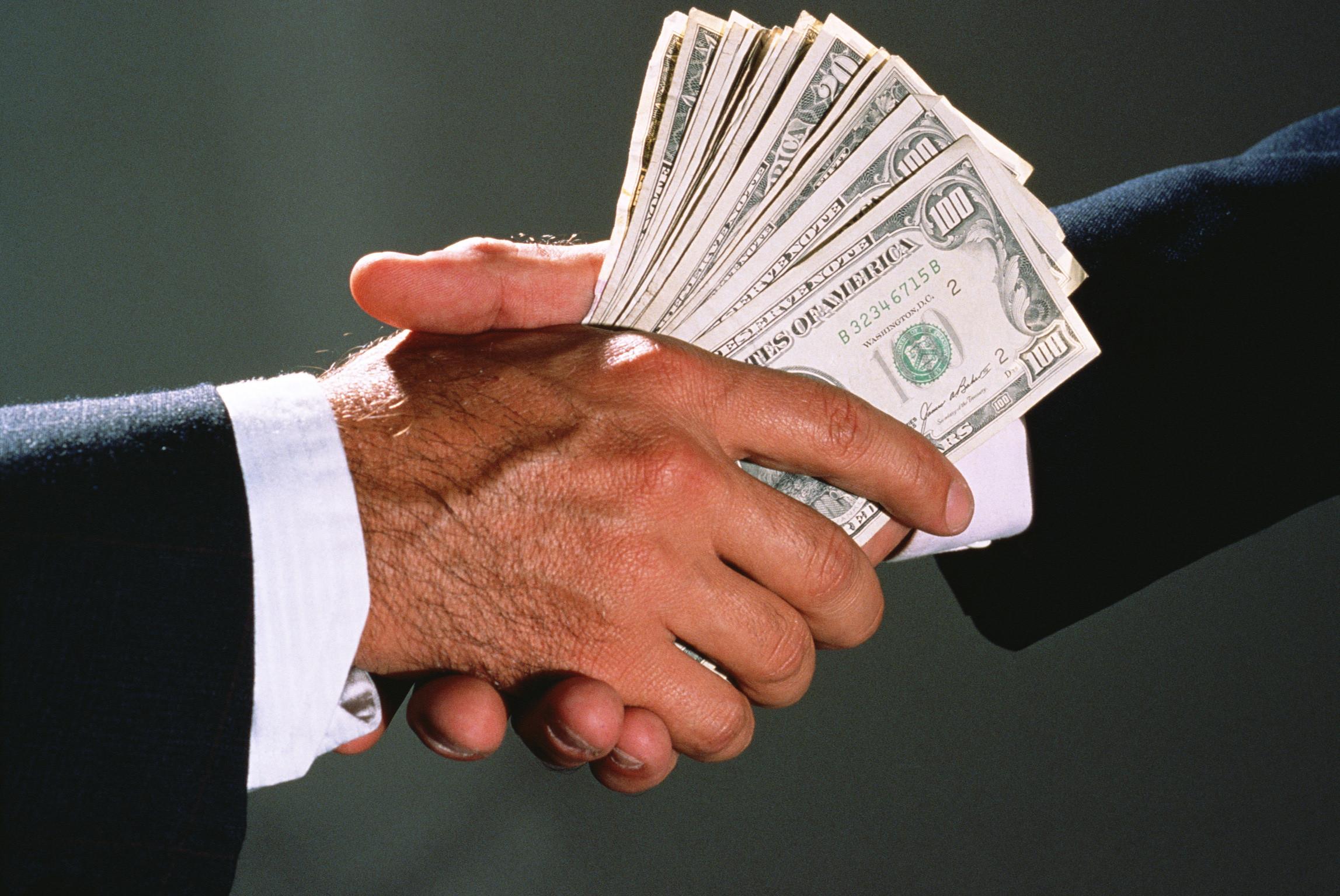 Затриманий за системні вимагання хабарів топ чиновник Андрій Балонь відповідав за протидію корупції