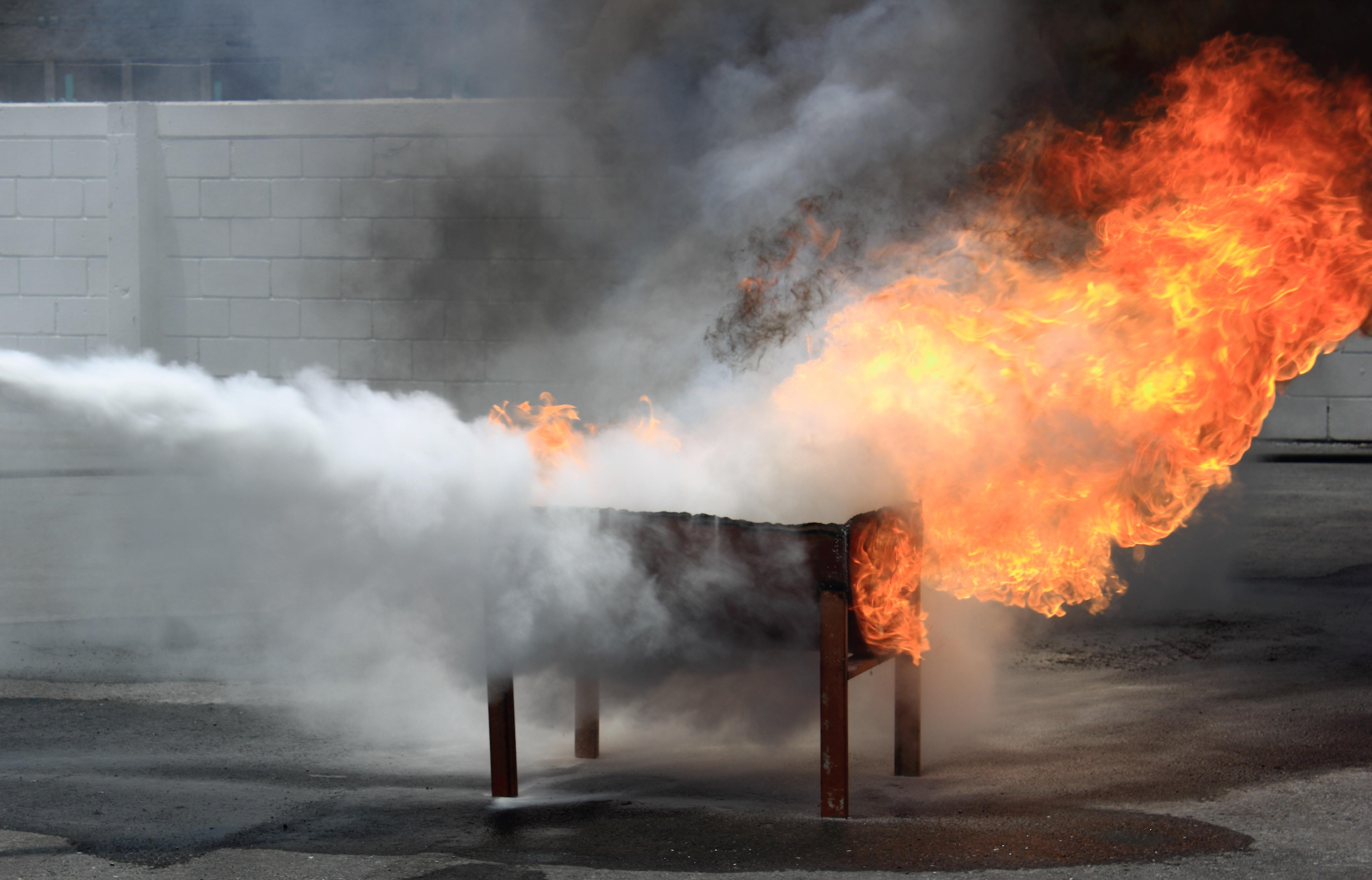 Горячий мангал стал причиной пожара в херсонском ресторане