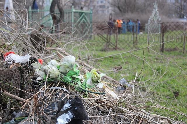 Городской голова Херсона вывел горисполком на субботник: после уборки вывезли несколько машин мусора