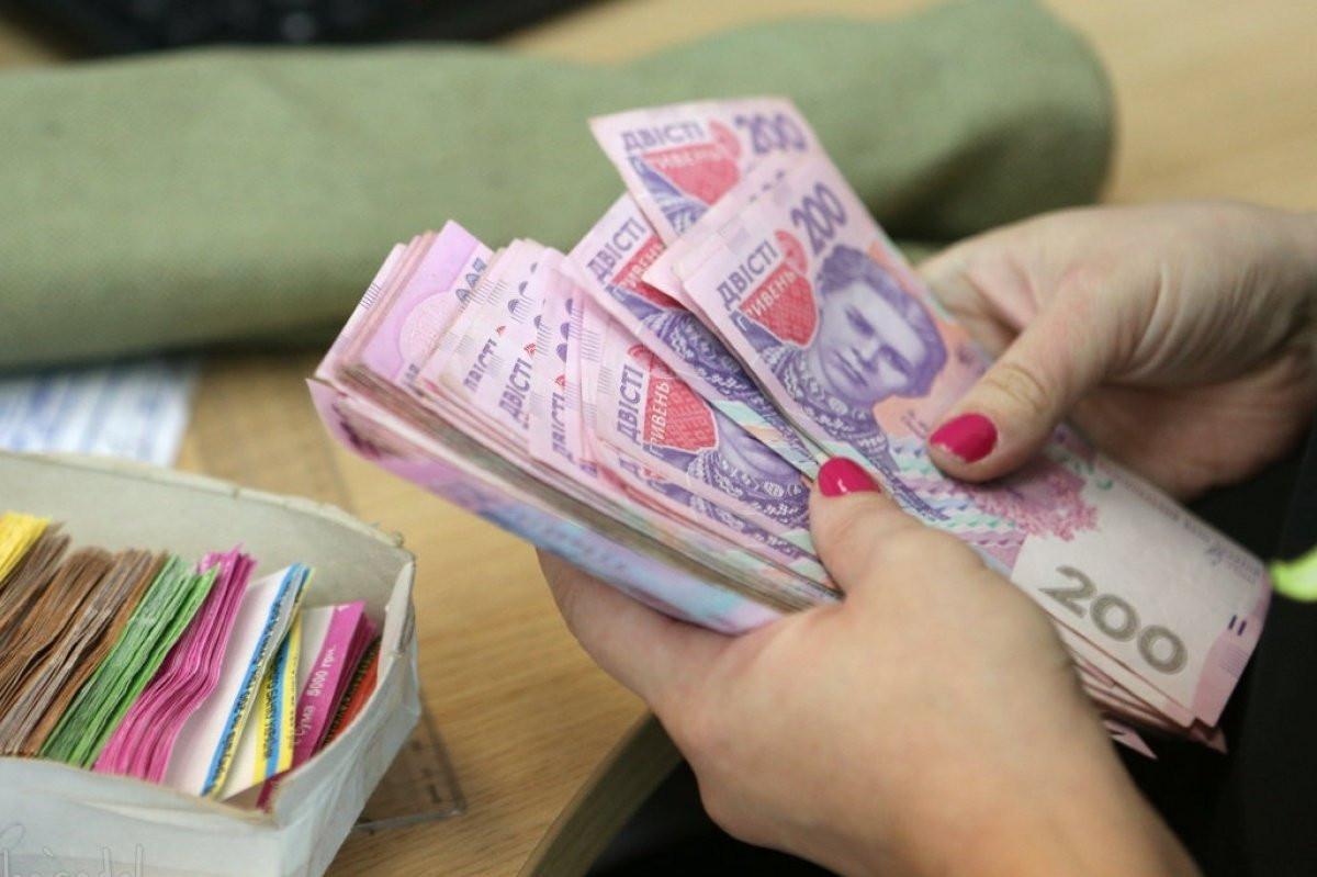 На Херсонщине сотрудница почты украла из кассы 400 тысяч гривен — деньги потратила на погашение кредитов и часть завела фондовую биржу