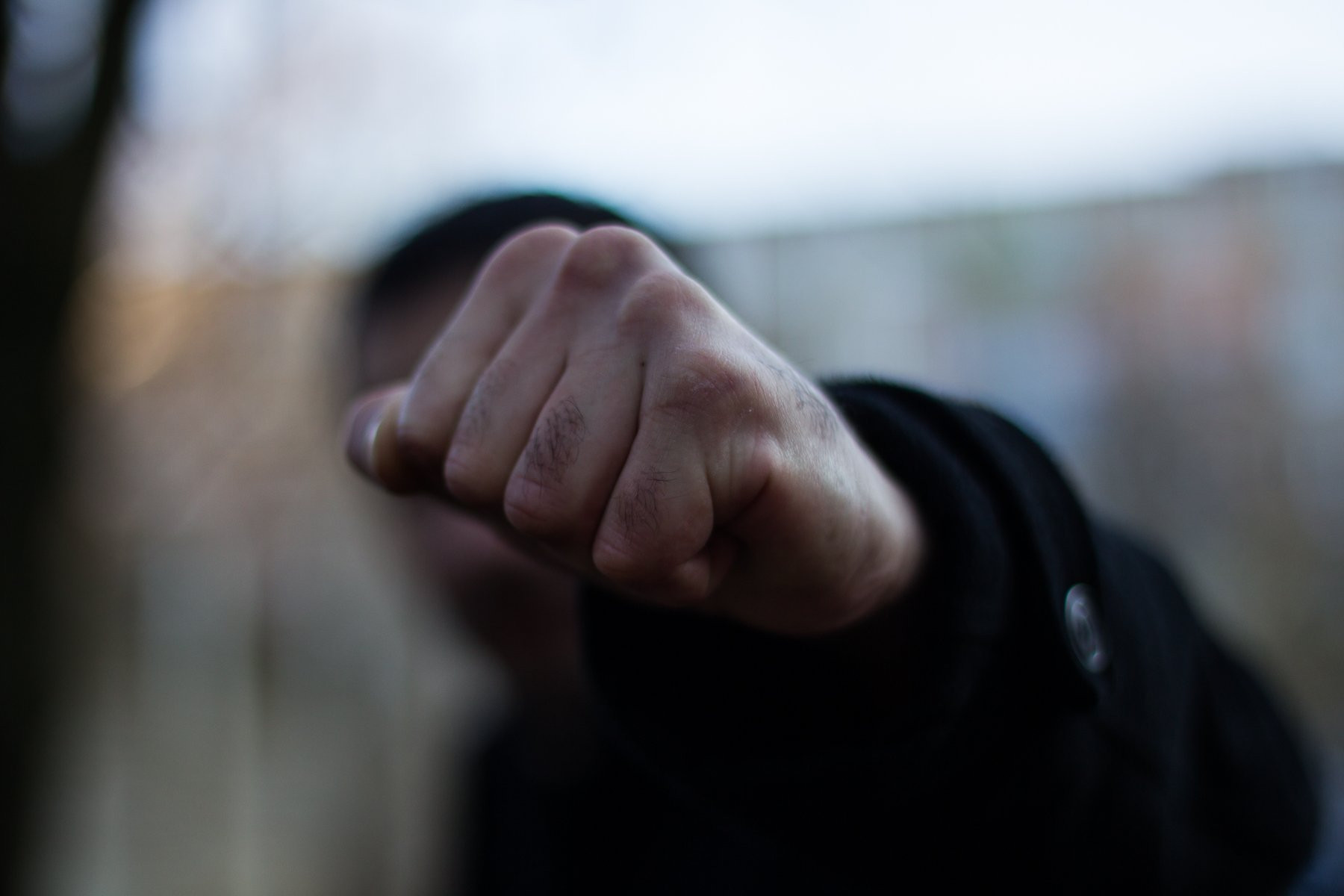 На Херсонщине произошла массовая потасовка: охрана подралась c пoлициeй