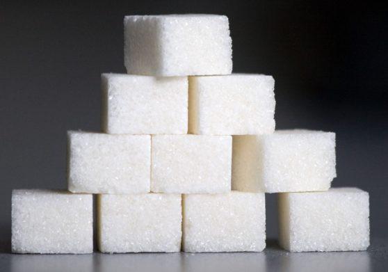 Цены на сахар в Украине снизятся почти на треть