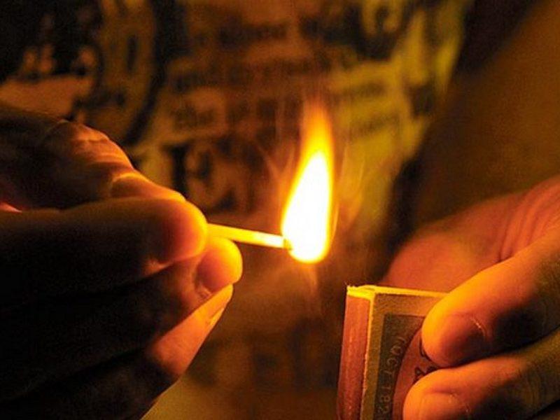В Херсоне сирота, у которого забрали землю, совершил акт самосожжения под зданием Госгеокадастра